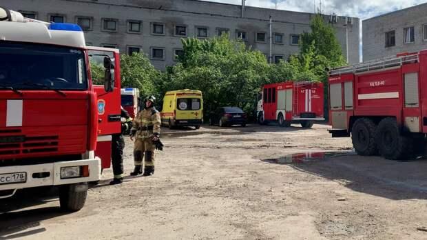 В Вольске мужчина выжил после падения со второго этажа горящего дома