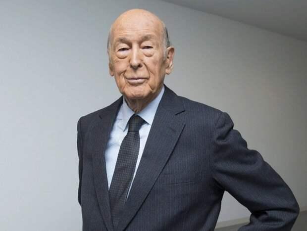 Экс-президент Франции Жискар д&'Эстен умер от осложений после COVID-19