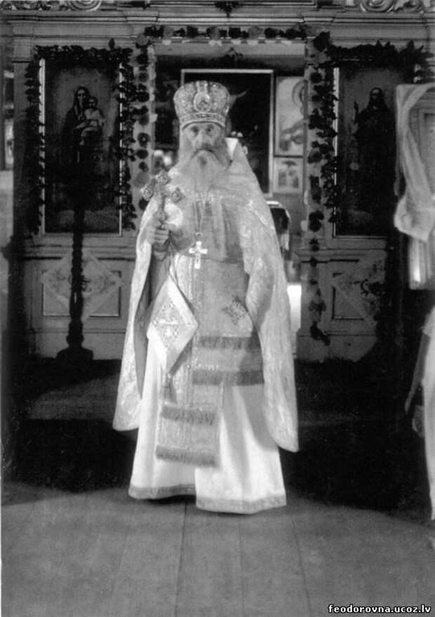 Передача немецкой армией Тихвинской иконы Божией матери Псковской православной миссии.