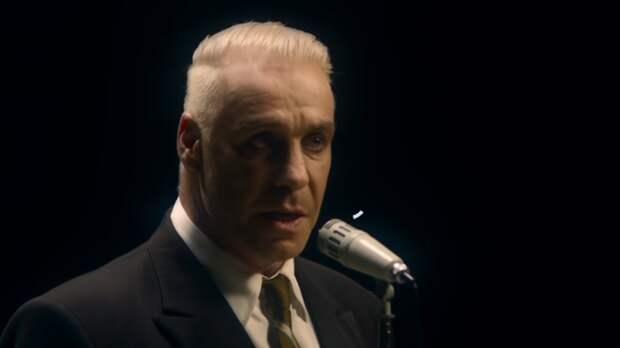 """Фронтмен немецкой рок-группы Rammstein снял в Эрмитаже клип на песню """"Любимый город"""""""