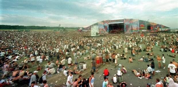 Трехдневный Вудсток 99 года прошел в штате Нью-Йорк, США 90-е, Вспомним, Фестиваль, вудсток, музыка, рок, трэш, фото
