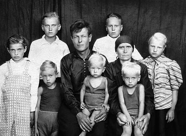 Семейный портрет на фоне 20 века (ФОТО)