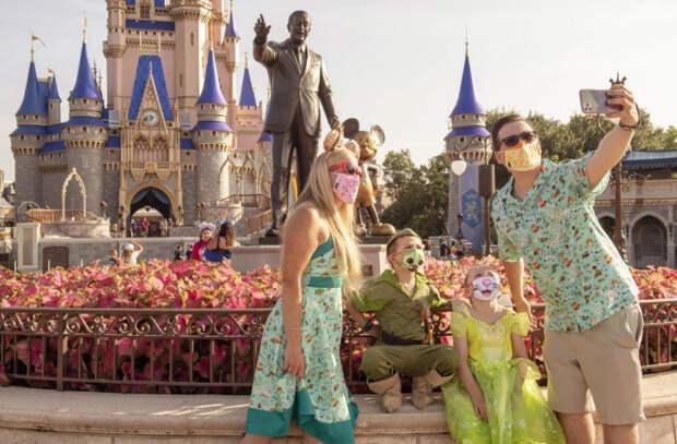 В парках Disney больше не будут требовать от посетителей ношение масок