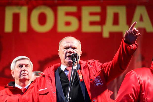 Зюганова часто обвиняют в сдаче выборов 1996 года, когда он победил и гипотетически стал президентом России