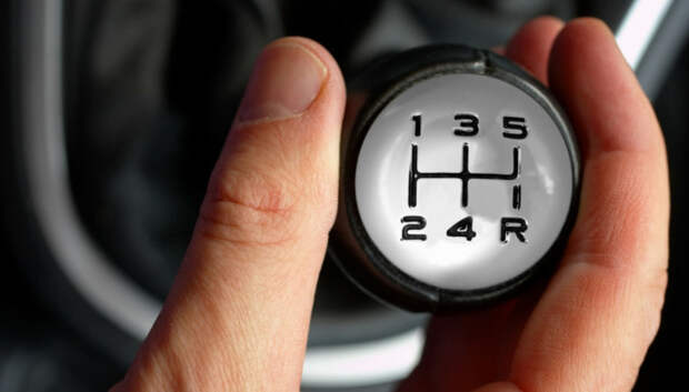 При движении с бугра на включенной передаче расход топлива практически равен нулю.   Фото: motorlifeit.files.wordpress.com