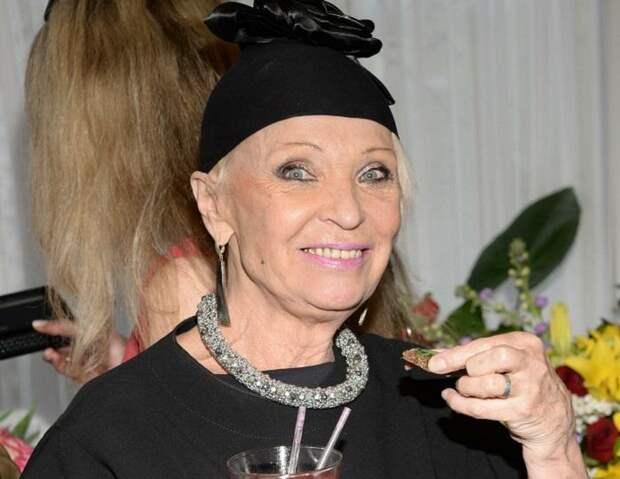 «Гадко, мерзко»: актер Николаев, которому приписывают роман с 80-летней Светличной, попросил не сравнивать его с Шаляпиным