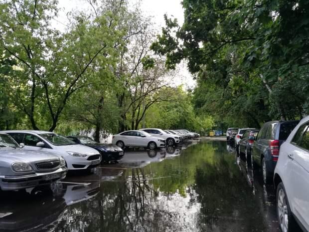 Улицы на северо-востоке Москвы затопило после сильного дождя
