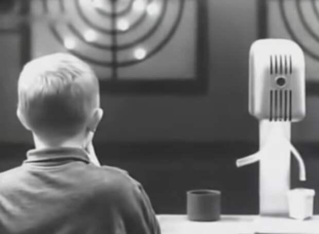Советским школьникам предложили пострелять в тире (видео)