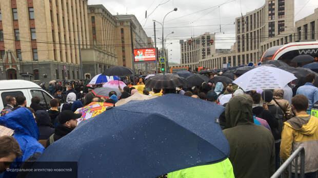 Митинг-концерт в Москве не тянет на серьезную политическую акцию, заявил Гаспарян