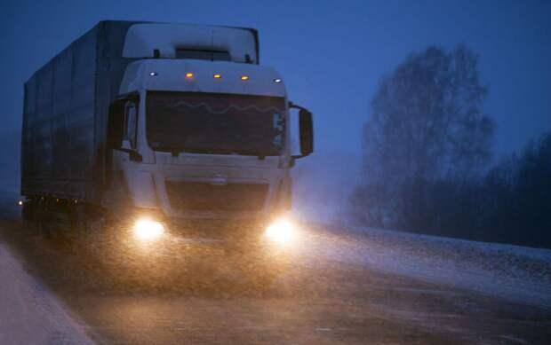 Секретные сигналы дальнобойщиков другим водителям. Что это значит?