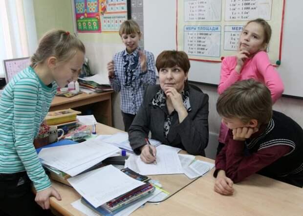 Минпросвещения планирует начать новый учебный год в очном формате