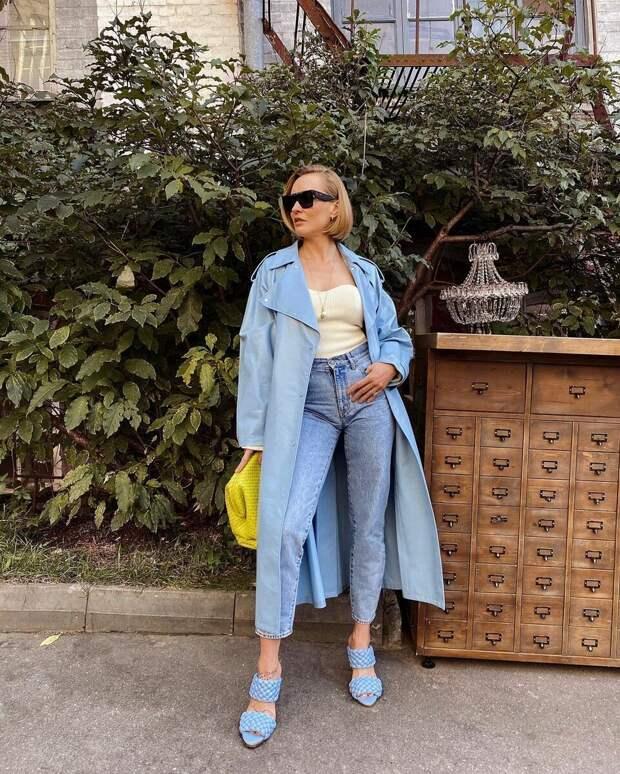 16 примеров как стильно носить джинсовые вещи женщинам старше 40 лет