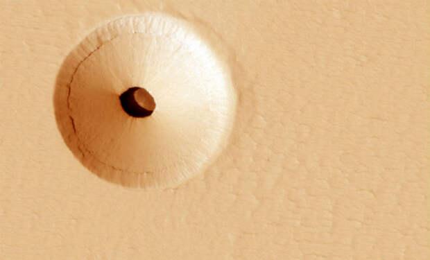 На поверхности Марса увидели подземную пирамиду
