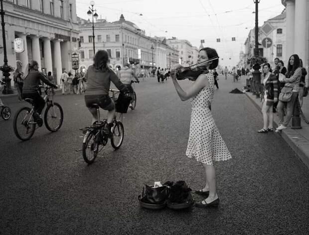 Снимки человека, который путешествует поРоссии сфотоаппаратом вруках
