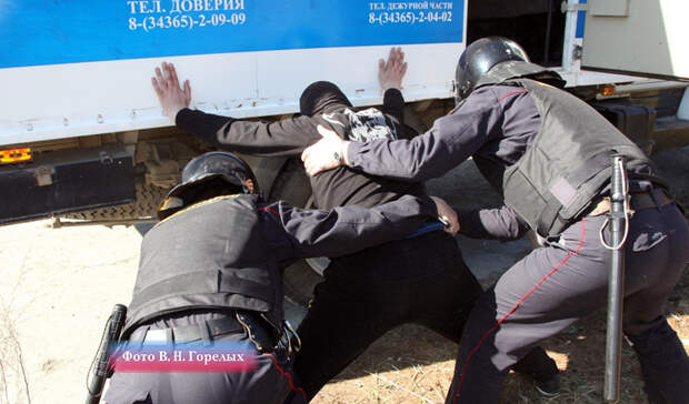 Впьяного дебошира сножом стрелял полицейский вАсбесте
