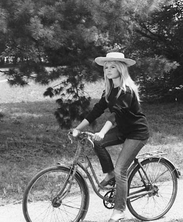 Ехала Брижит на велосипеде.