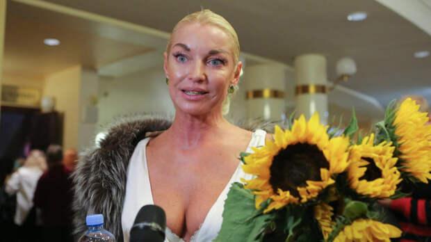 """Волочкова назвала """"адом"""" жизнь дочери Ариадны с родным отцом"""