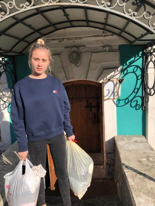 Добровольцы из Куркина передали гуманитарную помощь в кризисный центр
