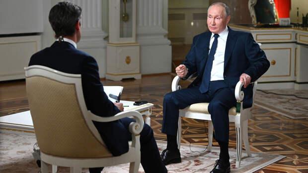 Путин: Украина продолжает подтягивать военную технику в Донбасс
