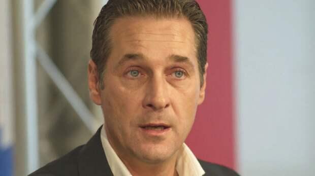 Выступал за снятие санкций с России: В скандале с бывшим вице-канцлером Австрии нашли немецкий след