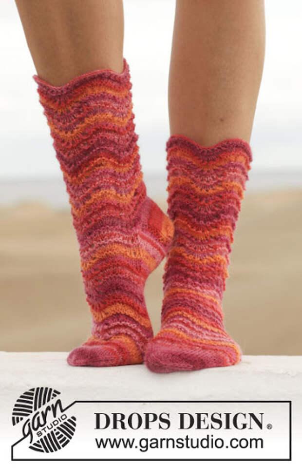 Джемпер и красивые носочки спицами