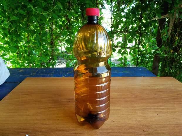 Сделал жене для грядок классный полив из обычных бутылок, до сих пор благодарит
