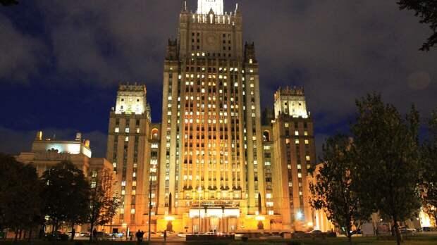 Чешский посол покинул МИД РФ после визита на фоне высылки российских дипломатов