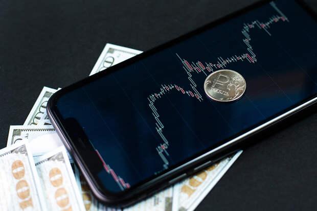Курс рубля подрос на Московской бирже