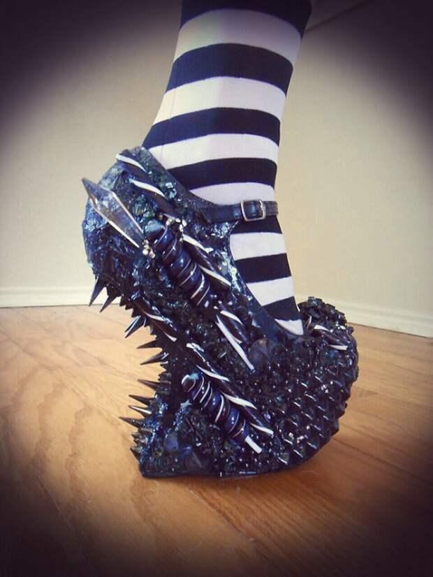Каждая пара обуви Zombie Pipshow уникальна