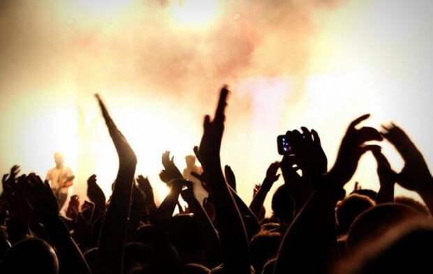 «В срочном порядке эвакуировали людей из концертного здания»: Известный певец отменил концерт, из-за многочисленных угроз