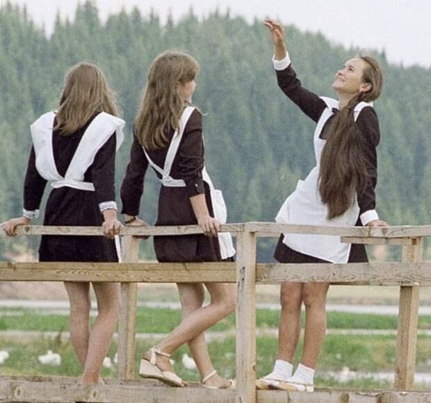 Эволюция школьных выпускных в 25 фотографиях. Взгляни, как изменились нравы молодежи!