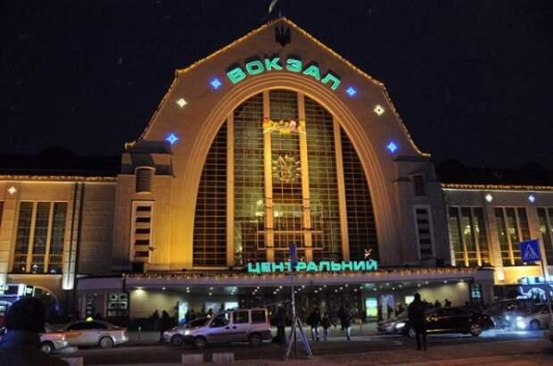 В Киеве футбольным фанатам предложили жить на вокзале