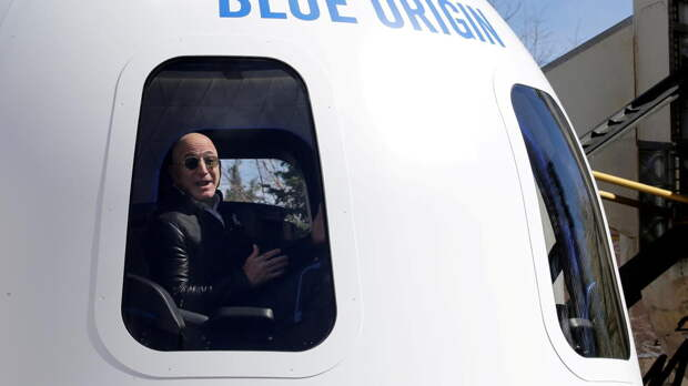 Полет в космос с основателем Amazon продали за $28 млн