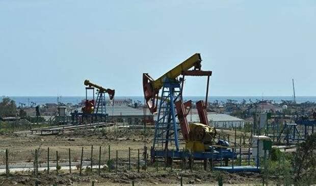 Цены на нефть завершили понедельник незначительным ростом