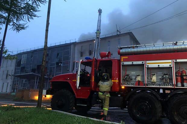 Пожар произошёл в крупнейшем, но заброшенном доме культуры на Камчатке