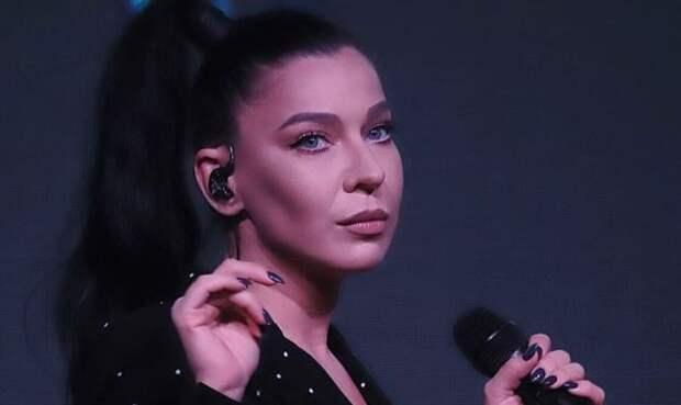 Певица Елка призналась, что считает бедность постыдной