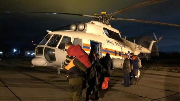 Рыбаков с 8-летним ребенком спасли ночью под Хабаровском