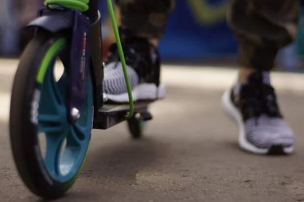 В РФ могут запретить использование самокатов тяжелее 35 кг на тротуарах
