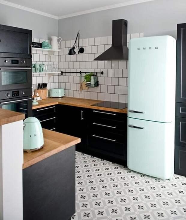 кухня с черной техникой