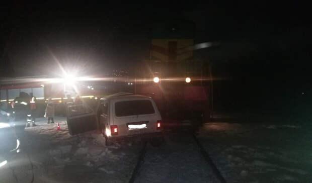 Крупное ДТП наЖД-переезде вОренбурге, поезд снёс «Ниву»