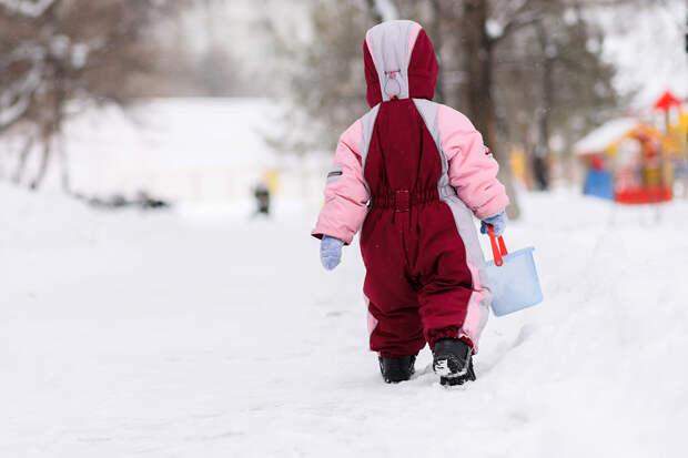 Воспитатель детсада забыла ребёнка на улице после прогулки