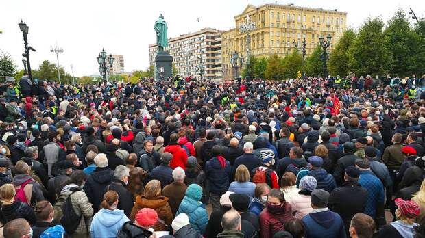 Зюганов не пришел на митинг коммунистов. Он пришел на встречу с Путиным