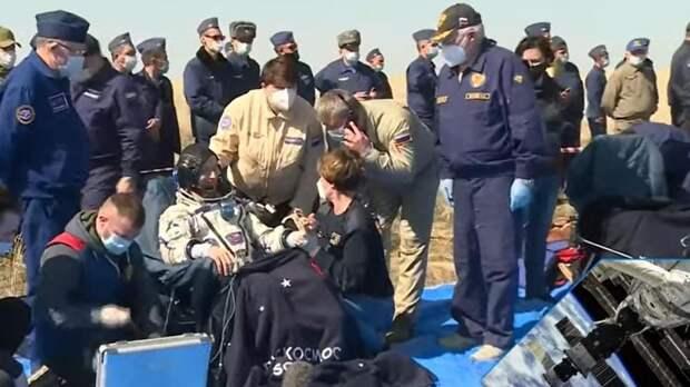 """Корабль """"Союз МС-17"""" с членами экипажа МКС совершил успешную посадку"""