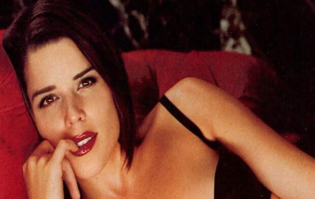 Соблазнительная звезда 90-х Нив Кэмпбелл.