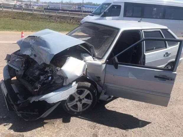 В Крыму на Московском шоссе произошло ДТП из-за вылетевшего на дорогу вагончика