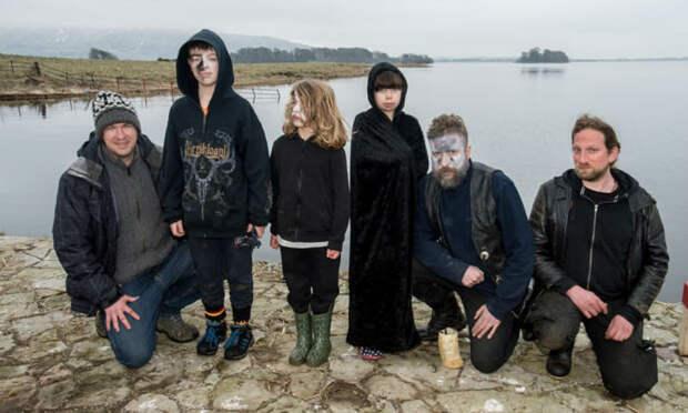 Попили пивка: шотландские металлисты поехали на остров отдохнуть, но полиция и пожарные кинулись их спасать