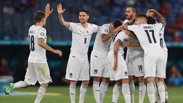 Италия разгромила Турцию впервом матче Евро, Джокович выбил Надаля с «Ролан Гаррос»