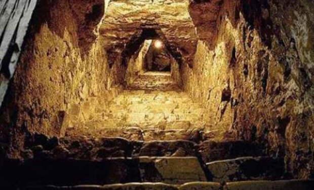 Ученые ищут причины, как связаны между собой древние тоннели, которые находят в разных частях Земли