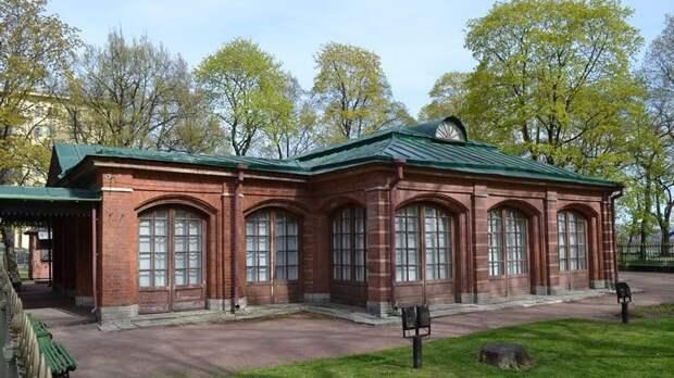 Домик Петра открыли для посетителей, несмотря на реставрацию