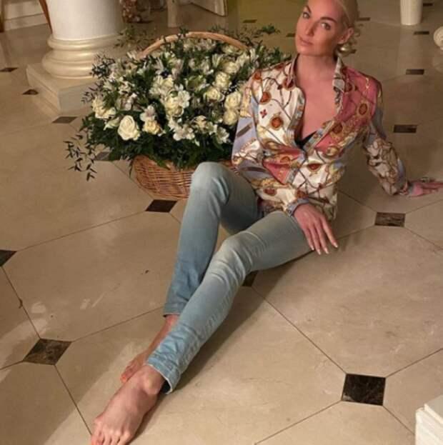 Волочкова занялась продажей квартир и ремонтом: «Все норовят просочиться в мою постель»